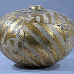 Rick Dillingham, American, 1952 - 1994. Untitled vessel, 1977. Glazed earthenware, gold leaf. 16 x 18 in. Collection of Stéphane Janssen and R. Michael Johns. 2006.082.001. Classroom 121, CC Tiers 53, Top Shelf (1 Mar 2014)